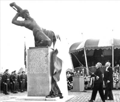 Onthulling Jan de Rooij Monument